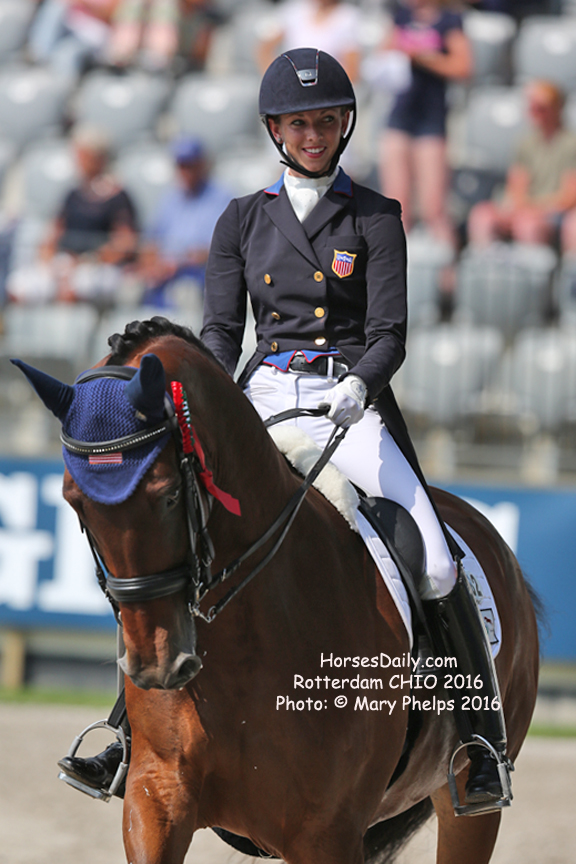 Chio Aachen Laura Graves Is Ready To Put On A Show