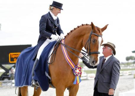 Judge Axel Steiner congratulates Mette Rosencrantz on her Grand Prix Special win aboard Finally