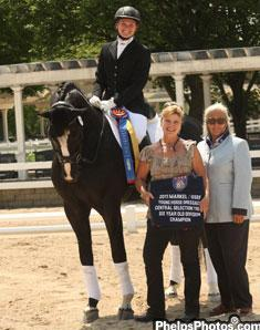 dressagedaily's Mary Phelps Hathaway Markel Equine Insurance Specialist for the central US Dressage region joins judge Linda Zang in awarding the winning cooler to Emily Wagner and Wake Up.
