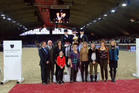 On the podium from left to right: Helen Langehanenberg, Adelinde Cornelissen, Nadine Capellmann Also in the picture: Peter Bollen, Anthony Kies with daughter Renée, Mariëtte Withages (judge at C), the Barbancon sisters and Caroline Wauters Pictures World Dressage Masters