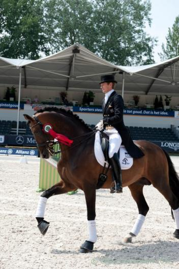 Edward Gal's lap of honor on Blue Hors Romanov (Photo: CHIO.nl)