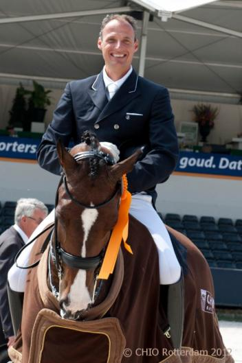 Dutch Patrick van der Meer scored with his former world champion Uzzo a promising 75.043% (Photo: CHIO.nl)