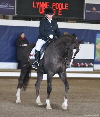 Lynne Poole (CAN) and Vasco E