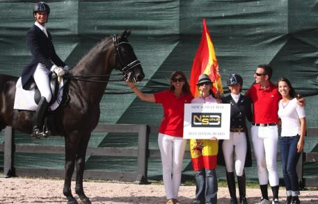 Team Spain being presented with the Neue Schule Best Hands Award.