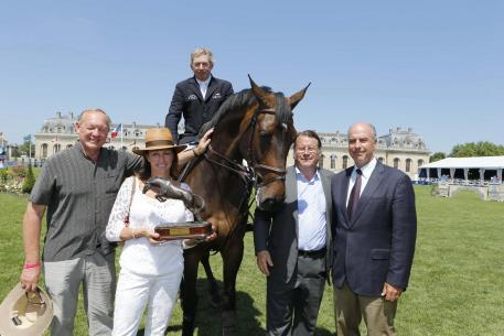 Beverley Widdowson (GBR), owner of the ten-year-old bay stallion Big Star, has won the FEI Owner of the Year Award for the second year running. She is pictured here with (left) her husband Gary Widdowson; Olympic champion Nick Skelton mounted on Big Star; Christian Baillet, Chairman of the Jumping Owner's Club; John Madden, FEI Executive Board member and FEI Jumping Committee Chair. (Photo: Stefano Grasso/FEI).
