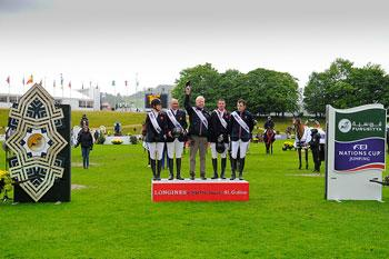 The British team won the third leg of the Furusiyya FEI Nations Cup™ Jumping 2013 Europe Division 1 series at St Gallen, Switzerland today.  Left to Right - Laura Renwick, Joe Clee, Chef d'Equipe Rob Hoekstra, Guy Williams and Scott Brash.  Photo: FEI/Katja Stuppia.