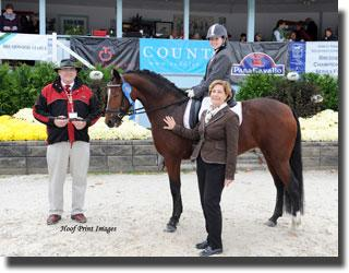 Ciara Cummiskey and Queen's Cultured Pearl (Photo: Hoof Print Images)