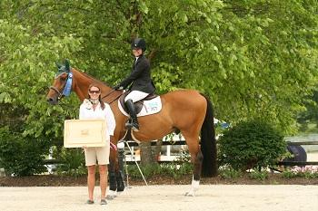 Danielle Torano is presented as the winner of the ,000 Show Jumping Hall of Fame High Junior/Amateur-Owner Classic for the second week in a row at the Vermont Summer Festival. Photo by David Mullinix Photography