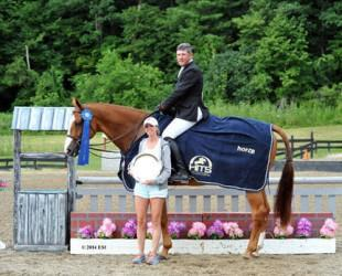 David Oliynyk and Generous accept top honors, including a Horze Equestrian cooler, after the $5,000 Devoucoux Hunter Prix at HITS Saugerties. ©ESI Photography