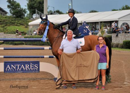 Classic Company President Bob Bell presented Figarro D, ridden by Gemma Paternoster, with the champion ribbon and cooler after their win in the ,000 Antares Sellier Grand Prix at the Atlanta Summer Classic.