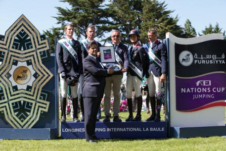 The French team won the second leg of the Furusiyya FEI Nations Cup™ Jumping 2014 European Division 1 series on home turf at La Baule (FRA) today.  Pictured on the podium (L to R) Kevin Staut, Aymeric de Ponnat, Chef d'Equipe Philippe Guerdat, Penelope Leprevost and Jerome Hurel being presented with a silver tray by Dr Ali al Qarny, the Kingdom of Saudi Arabia's Charges d'Affaires to France.  Photo: FEI/Eric Knoll.