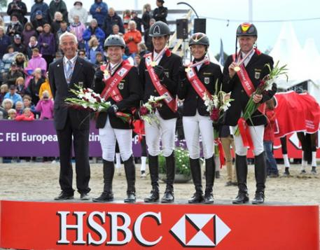 The victorious German team at the HSBC FEI European Eventing Championships in Malmö (SWE): Hans Melzer (chef d'equipe), Michael Jung (individual gold), Dirk Schrade, Ingrid Klimke (individual silver) and Andreas Dibowski (Photo: Kit Houghton/FEI).
