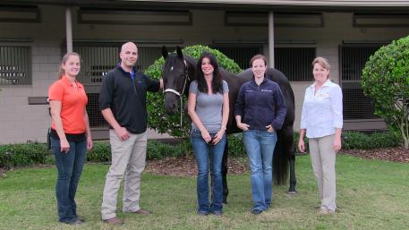From left to right, Sanctuary tech Erin Shaffer, Dr. Andrew Smith, Graceful Leaguer, her owner Carol Norton, Dr. Sarah Graham, and General Manager of the Sanctuary Brenda McDuffee.