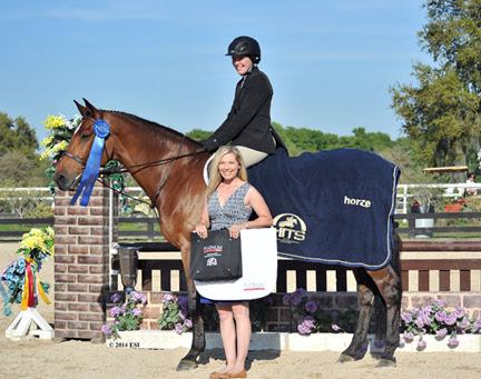 Haleigh Landrigan and Acovibu accept top honors from Emily Smith of Platinum Performance in the ,000 Platinum Performance Hunter Prix at HITS Ocala.©ESI Photography