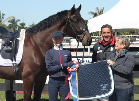 Nadine Burberl (left) with her mount Borett and trainer Dr. Cesar Parra receiving the Horse of Course High Score Award from Beth Haist of the Horse of Course.