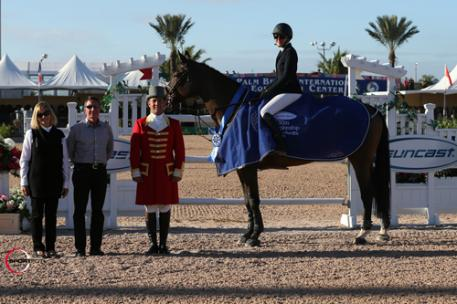 Jordan MacPherson and Piccobello du val de Geer in their winning presentation with ringmaster Gustavo Murcia, and Tom and Jeannie Tisbo of Suncast®. Photos © Sportfot, An Official Photographer of the FTI Consulting Winter Equestrian Festival, us.sportfot.com.