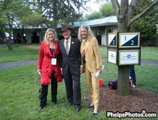 Mary Phelps-Hathaway, Roger Attfield and Tina Konyot in the paddock at Keenland