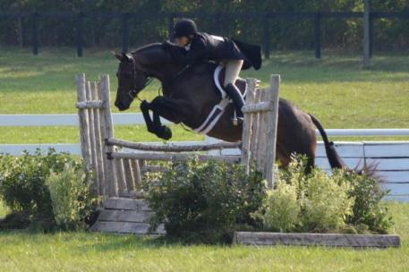 Kelley Farmer and Mythical rode to the top of the ,000 USHJA International Hunter Derby sponsored by Canadian Pacific.