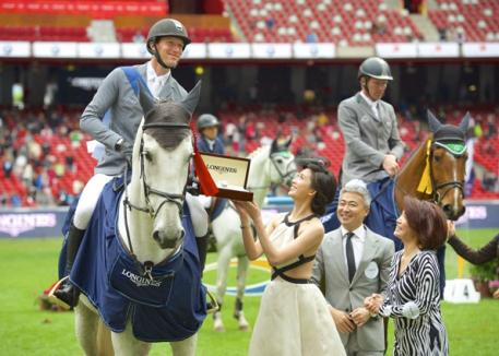 The first photo shows Kevin Staut from France, the winner of the 4th Longines Equestrian Beijing Masters being gratulated by f.t.l. the actress and Longines brand ambassador Chi Ling Lin, Dennis Li, Vice-President Longines China and Susen Chen, Director of the Swatch Group China. Photo: Arnd Bronkhorst