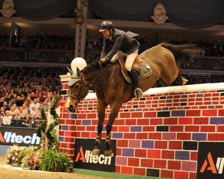 Italian rider Luca Moneta jumps to victory on his gallant mare Quovo de Vains to win the Alltech Christmas Puissance at Olympia, London. Credit: Kit Houghton.