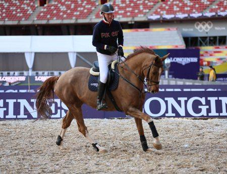 The copyright-free photo shows Ludger Beerbaum during a training session (Photo: Longines Beijing Equestrian Masters).