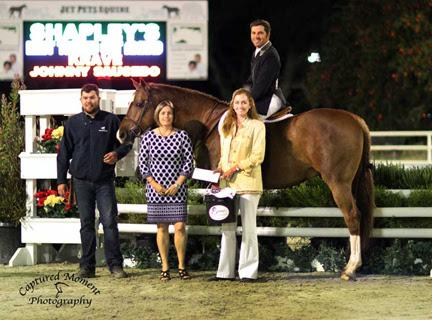 Krave chosen Shapley's Best Turned Out Horse Award winner with caretaker Johnny Saucedo and rider Nick Haness. Presenters Kelley Douglas -USHJA and Sally Stith-Burdette of Shapley's. ©Captured Moment Photography