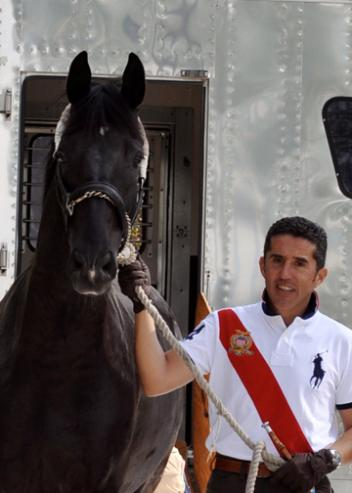 Dr. Cesar Parra and his Grand Prix mount, Van the Man, arrive in Florida for the winter dressage season.