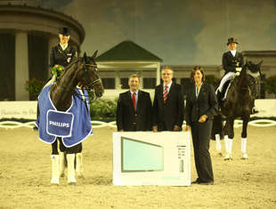 Victoria Max-Theurer wins the PHILIPS Prize with 14-year-old Westphalian-bred stallion, Eichendorff