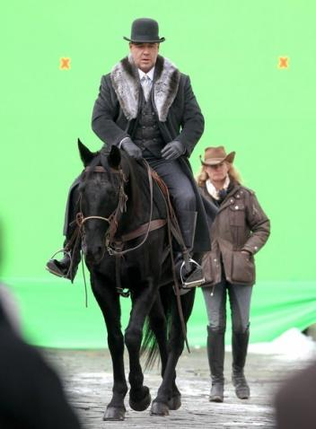 "Cari Swanso and Russell Crowe with the ""green screen"""