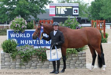 Scott Stewart and Lucador receiving the Green Conformation Hunter division championship.