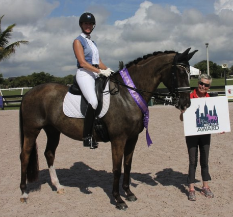 Shannon Dueck riding Allegro II and owner Sally Alksnis during the presentation of the 2kGrey Best Seat Award.