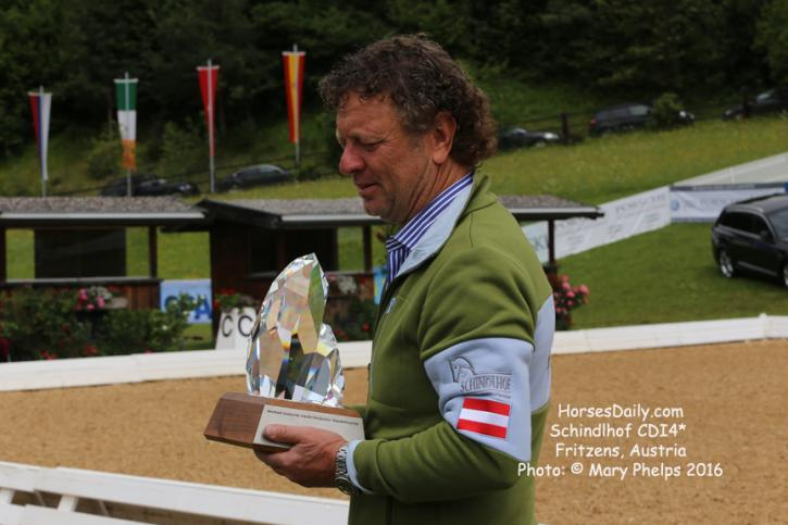 Klaus Haim and the Manfred Swarovski Trophy Photo: © Mary Phelps 2016