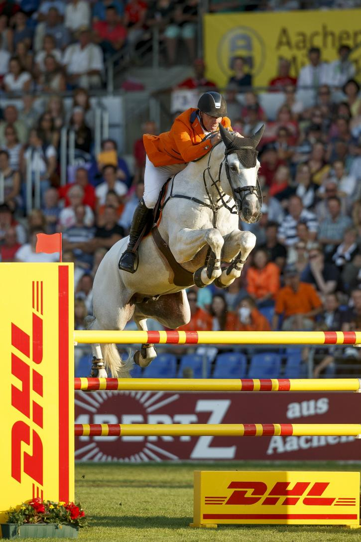 Jur Vrieling (NED) and VDL Zirocco Blue<br />(Photo: FEI/Dirk Caremans)