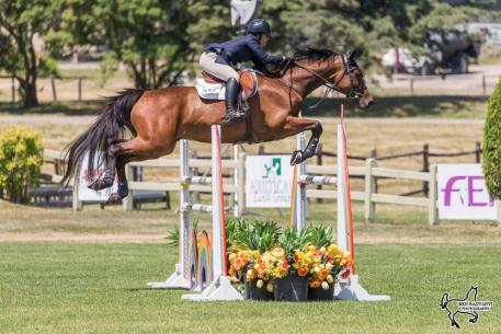 Kerrigan Brown of King City, ON, won the 1.30m/1.40m Junior/Amateur competition, presented by Flow Water, riding Colibri. (Photo: Ben Radvanyi Photography)