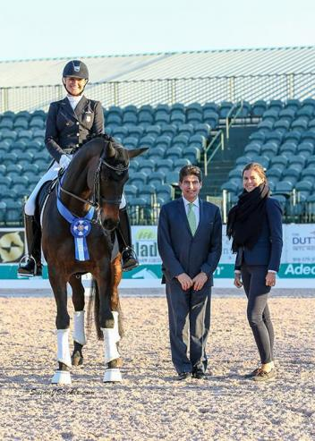Adrienne Lyle and Horizon in their winning presentation with judge Cesar Torrente and Cora Causemann of AGDF.
