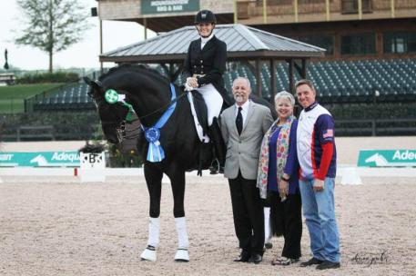 Ashley Holzer and Dressed In Black in their presentation ceremony with judge Michael Osinski (USA), Sharon Decker of TIEC, and Allyn Mann of Adequan®.
