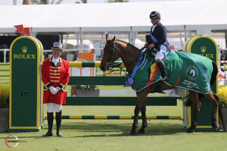 Diego Vivero and Bijoux in their winning presentation with ringmaster Steve Rector. WEF Week 6, 2017