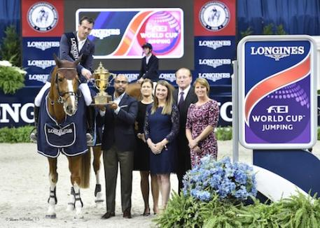 Harrie Smolders and Emerald in their winning presentation with Erik A. Moses, Senior Vice President, Managing Director – Sports and Entertainment, Events DC; Bridget Love Meehan, WIHS Executive Director; Victoria Lowell, WIHS President; Greg Gingery, WIHS Chairman; and Connie Sawyer, Manager of the Longines FEI World Cup™ Jumping North American League.