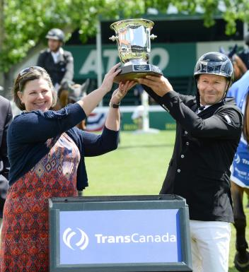 Eric Lamaze raises the trophy with Ms. Terri Steeves, Vice-President, Gas Operations, Transcanada.