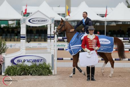 Kent Farrington and Creedance in their winning presentation  with ringmaster Christian Craig.