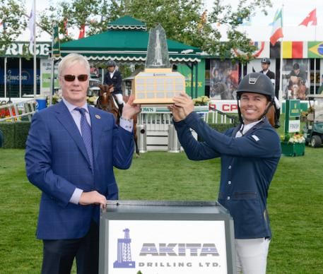 Kent Farrington in his winning presentation with Karl Ruud, President & CEO, AKITA Drilling. (Photos © Spruce Meadows Media Services)