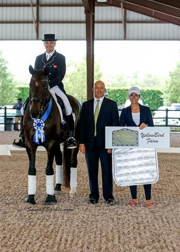 Lars Petersen and Svalegards De Luxe in their presentation ceremony with judge Peter Storr (GBR) and Cora Causemann of AGDF.