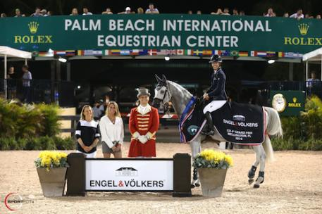 Lauren Hough and Cornet 39 in their winning presentation with Amy Carr  and Carol Sollak of Engel & Völkers, and ringmaster Christian Craig.