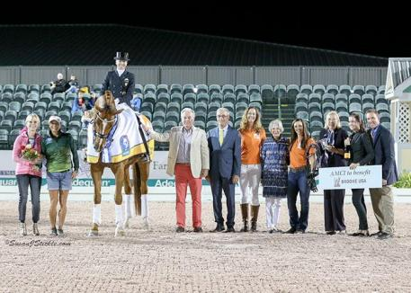 Lisa Wilcox and Galant in their presentation ceremony with Jacqueline Shear, Bibi Diaz, Fritz Kundrun, judge Gary Rockwell (USA), Brooke Ambassador JJ Tate, Claudine Kundrun, Brooke Ambassador Kasey Perry-Glass, FEI Chief Steward Elisabeth Williams, Dressage Coordinator Cora Causemann, and  Allyn Mann of Adequan®.