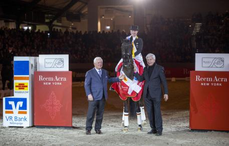 Reem Acra FEI World Cup™ Qaulifier Neumunster winner Isabel Werth Ulrich Kasselman and on right Paul Schockemohle