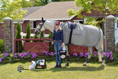 Samantha Kratz wins Jumper Grooms Award. (Photo: Anne Gittins Photography)
