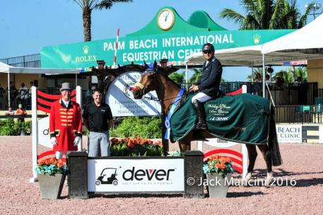 Samuel Parot and Quick Du Pottier in their presentation ceremony with ring master Steve Rector and Tony Navolio of Dever.