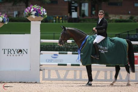 Shane Sweetnam and Cyklon 1083 in their presentation ceremony.