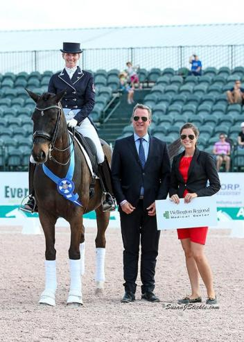 Tina Irwin and Laurencio in their presentation ceremony with judge Christof Umbach (LUX) and Cora Causemann of AGDF.
