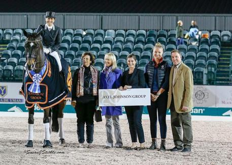 Tinne Vilhelmson-Silfven and Don Auriello in their presentation ceremony with Antonia Ax:son Johnson of The Axel Johnson Group, judge Anne Gribbons, Cora Causemann of AGDF, groom Angelica Karlson, and Allyn Mann of Adequan®.